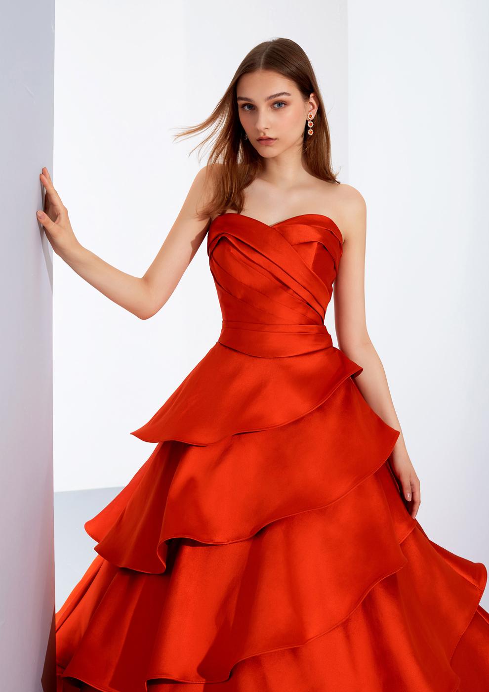 様々なシーンにマルチに対応、見え方が変わるアレンジドレス