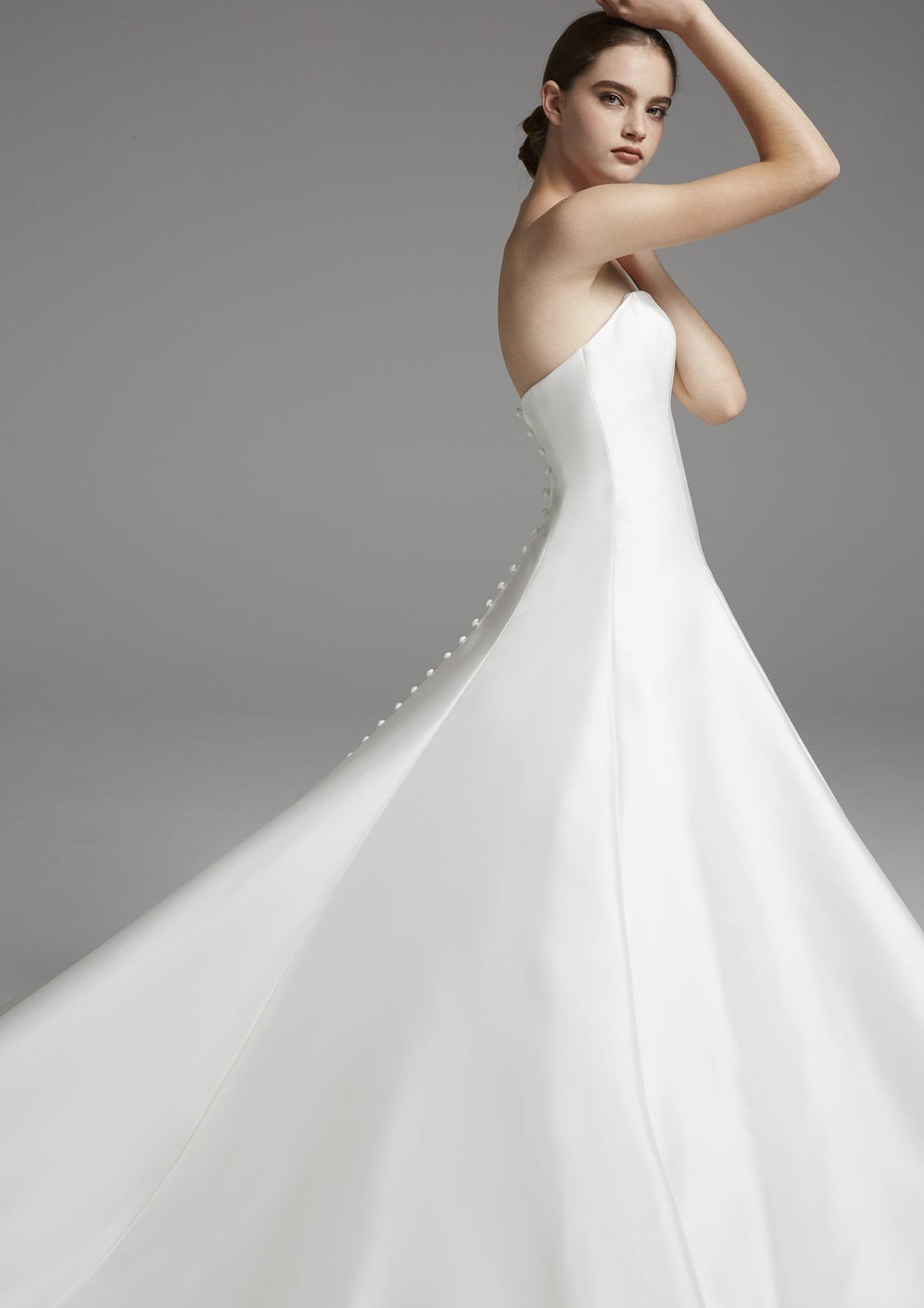 ナチュラルウエディングならコレ シンプルが美しいドレス12選