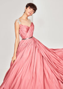 ピンクウェディングドレス